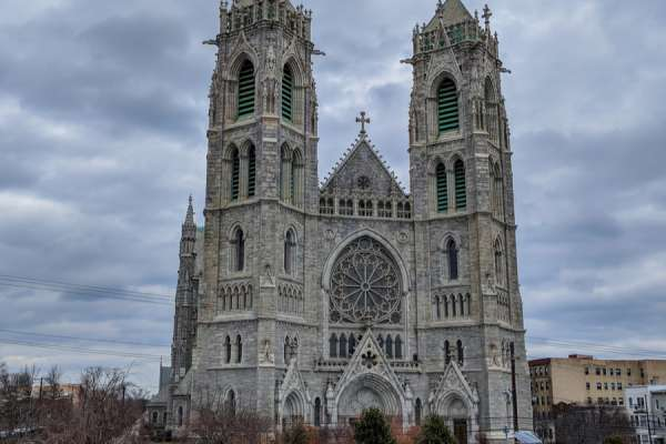 newark archdiocese campaigns for parishes facing coronavirus cash crunch Newark, N.J., Mar 23, 2020 / 04:00 pm (CNA).- The Archdiocese of Newark is workingwith GoFundMe Charity to encourage Catholics to support their parishes online during the COVID-19 outbreak. Many parishes have suffered a sharp drop in donations following the loss of in-person Sunday collections because of the suspension of public Masses.