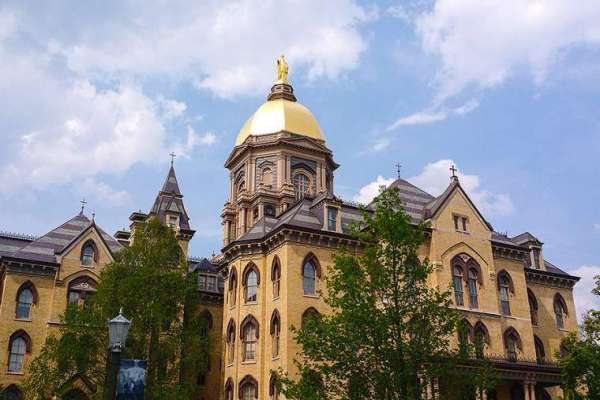 what catholic clergy and laity have in common a gospel mission South Bend, Ind., Mar 7, 2020 / 12:00 pm (CNA).- Catholic clergy and laity have a shared responsibility to proclaim the Gospel, speakers at a conference sponsored by the University of Notre Dame have said.