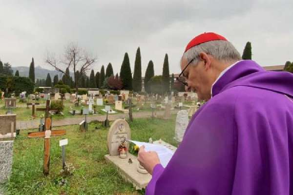 italian bishops offer mass for coronavirus victims including 87 priests Rome, Italy, Apr 2, 2020 / 02:00 pm (CNA).- Bishops throughout Italy visited cemeteries last week to pray and offer Mass for the souls of those who died after contracting the coronavirus. Among the 13,915 coronavirus deaths in Italy, at least 87 have been priests.