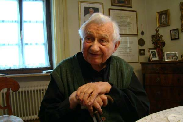 benedict xvi visits his ailing brother in germany CNA Staff, Jun 18, 2020 / 06:35 am (CNA).- Pope emeritus Benedict XVI is making a private visit to Germany to see his ailing brother Msgr. Georg Ratzinger.