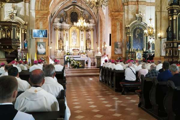 bishops entrust polish church to mary in st john paul ii centenary year CNA Staff, Jun 15, 2020 / 10:30 am (CNA).- Bishops entrusted the Church in Poland to the Virgin Mary on Monday as they marked the centenary of the birth of St. John Paul II.