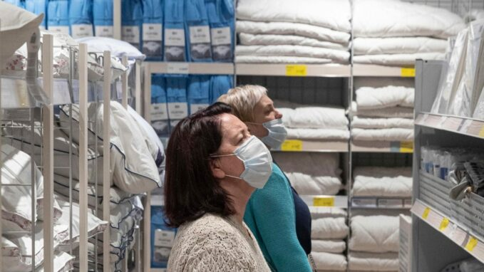 covid 19 who advises wearing face masks in public By Vatican News