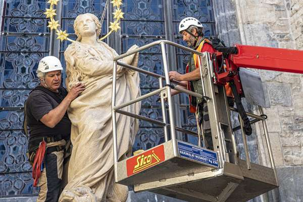 prague catholics rejoice at restoration of marian statue toppled by angry mob Rome Newsroom, Jun 15, 2020 / 05:30 am (CNA).- A historic statue of Mary atop a column, torn down by an angry crowd more than 100 years ago, has been restored to its original site in Prague.