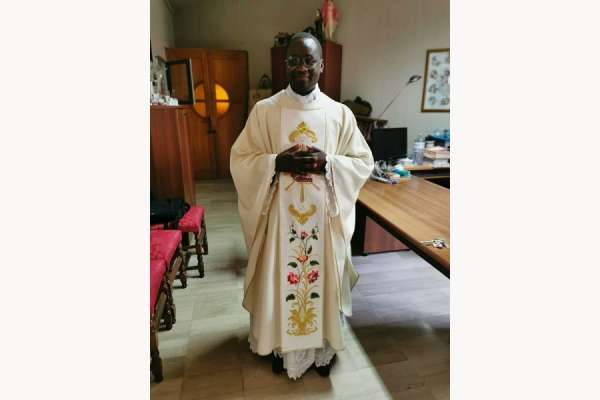 a tale of two churches young african priest ordained in south italy Reggio Calabria, Italy, Jul 8, 2020 / 09:30 am (CNA).- Last month three men were ordained to the priesthood in a small city in southern Italy. Among them was Fr. Jerome Pascal Ombeni, a young man from the Democratic Republic of the Congo (DRC).