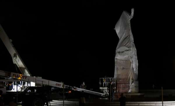 columbus statues temporarily removed from chicago parks CNA Staff, Jul 24, 2020 / 12:25 pm (CNA).- Two statues of Christopher Columbus in Chicago parks were removed Friday following demonstrations and attempts to pull down one of the monuments.