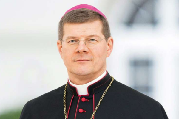german archdiocese plans to cut parishes from 1000 to 40 CNA Staff, Jul 16, 2020 / 05:45 am (CNA).- A German archdiocese is pressing ahead with plans to dramatically reduce the number of its parishes despite the Vatican's decision to block a similar plan in another diocese.