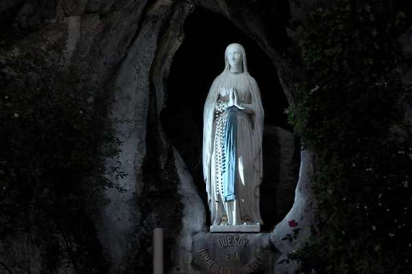lourdes offers digital pilgrimage as shrine struggles without pilgrims Rome Newsroom, Jul 14, 2020 / 06:00 am (CNA).- As global coronavirus cases have surpassed 13 million, Lourdes is offering a digital pilgrimage this week to pray for the sick on the anniversary of its final Marian apparition.