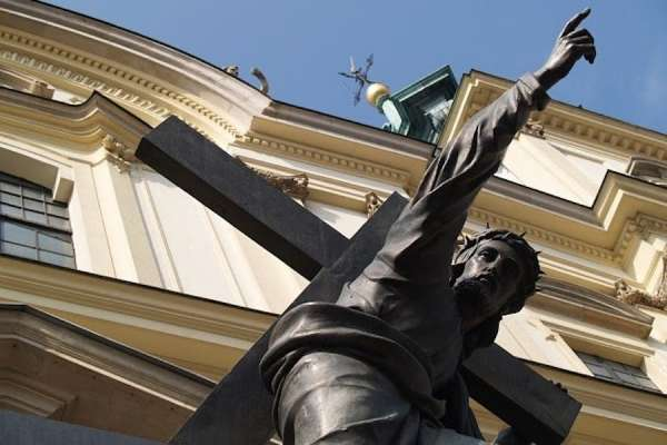 warsaw cardinal laments desecration of christ statue with rainbow flag CNA Staff, Aug 2, 2020 / 09:00 am (CNA).- A Polish cardinal has urged protesters to respect religious sensibilities after they attached a rainbow flag to a historic statue of Christ in the capital, Warsaw.