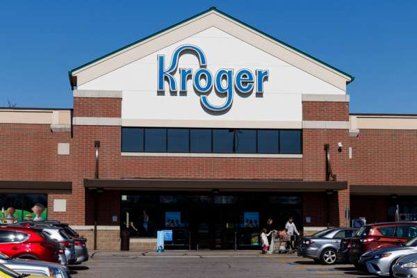 kroger employees allege religious discrimination over rainbow apron Washington, D.C. Newsroom, Sep 22, 2020 / 04:00 am (CNA).- The federal government is suing the Kroger Company for discrimination after two employees at an Arkansas store were fired for not wearing a symbol they say represents the LGBT cause.