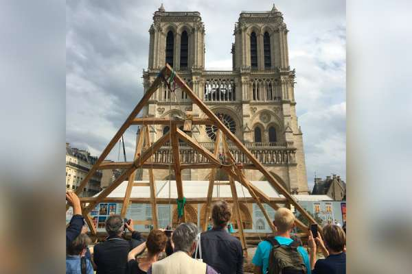 the medieval carpentry techniques used in notre dame cathedral rebuild CNA Staff, Sep 23, 2020 / 12:00 am (CNA).- After fire toppled the iconic spire and destroyed the roof of the Notre Dame Cathedral in Paris, France in April 2009, heated debates ensued about whether the reconstruction should use the church's original design, or use a more modern design and technique.