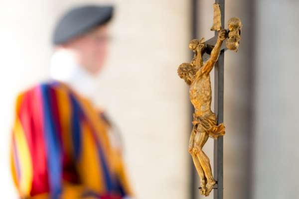 be faithful to christ pope francis urges new swiss guard recruits Vatican City, Oct 2, 2020 / 05:00 am (CNA).- Pope Francis Friday met with the 38 new recruits of the Swiss Guard, who will be sworn-in Oct. 4, encouraging them to be faithful to Christ.