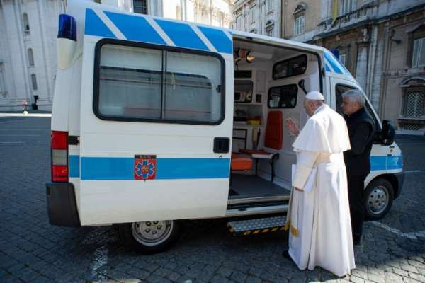 pope francis ambulance brings free flu shots and coronavirus tests to the homeless Rome Newsroom, Dec 3, 2020 / 04:10 am (CNA).- Pope Francis' charity brought free flu vaccines and coronavirus tests to homeless people living in a town outside Rome on Wednesday.