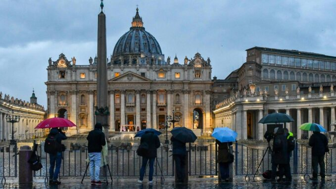 pope francis communicate by encountering people as they are By Vatican News staff reporter