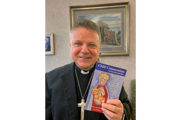 childrens book helps catholics in scotland consecrate themselves to mary Paisley, Scotland, Feb 22, 2021 / 05:19 pm (CNA).- A Scottish bishop has encouraged families and individuals to join him in a consecration to Mary by a less conventional means – a children's book.