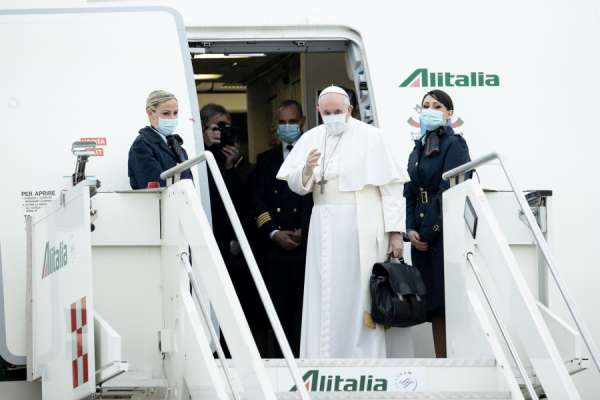 pope francis meets with iraqi refugees before flight to baghdad Rome Newsroom, Mar 5, 2021 / 03:40 am (CNA).- Pope Francis met with Iraqi refugees in Rome early Friday before his flight to Baghdad.