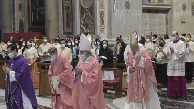 seven days with pope francis By Sr Bernadette Mary Reis, fsp, and Fr Felipe Herrera-Espaliat