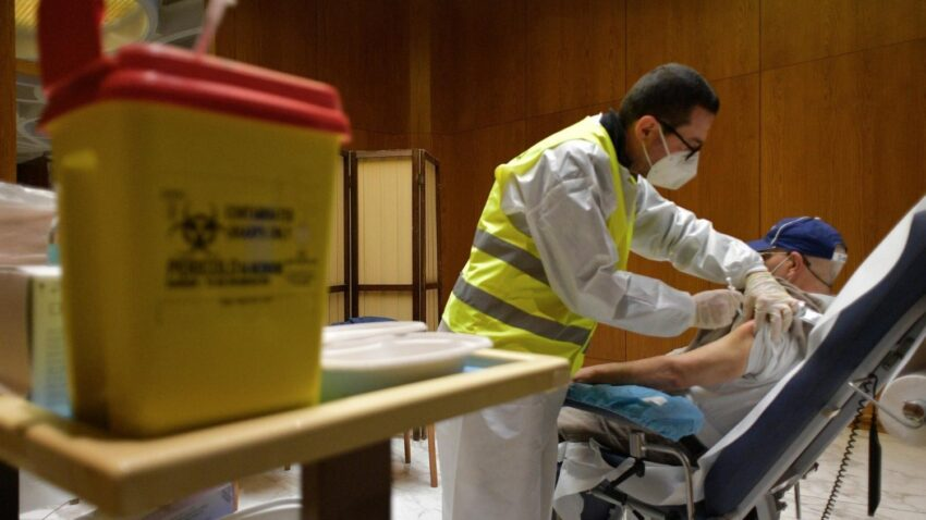 vatican provides covid 19 vaccination for 100 homeless people By Vatican News staff writer