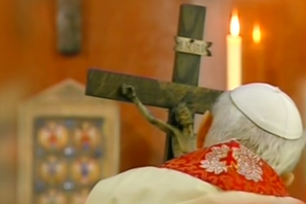 o crux ave spes unica the story of the crucifix st john paul ii held on his last good friday CNA Staff, Apr 2, 2021 / 05:00 am (CNA).- Days before Pope John Paul II's death on April 2, 2005, Vatican television cameras captured extraordinary footage of the Polish pope.