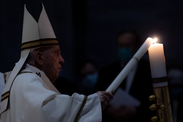pope francis at easter vigil the risen lord loves us without limits Vatican City, Apr 3, 2021 / 02:00 pm (CNA).- At the Vatican's Easter Vigil Mass, Pope Francis said that Jesus' love is without limits and always provides the grace to begin anew.