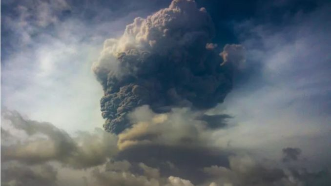 pope francis prays for people displaced by st vincent volcano eruptions Vatican City, Apr 23, 2021 / 08:00 am America/Denver (CNA).